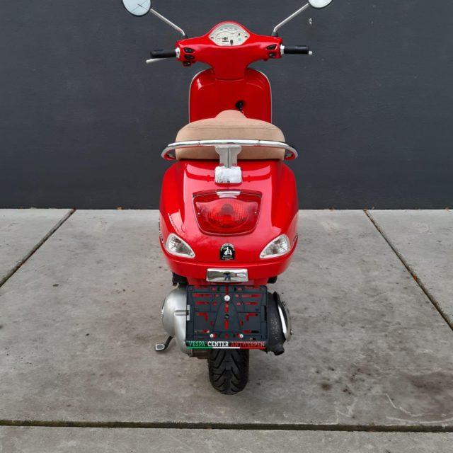 LX 125 rood achterkant