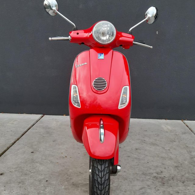LX 125 rood voorkant