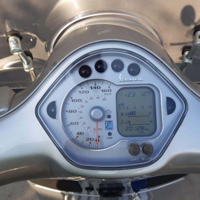 GTS 250 abs grijs dashbord